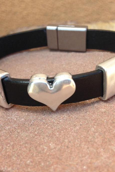 Black Flat leather bracelet puffy heart bead and magnetic clasp